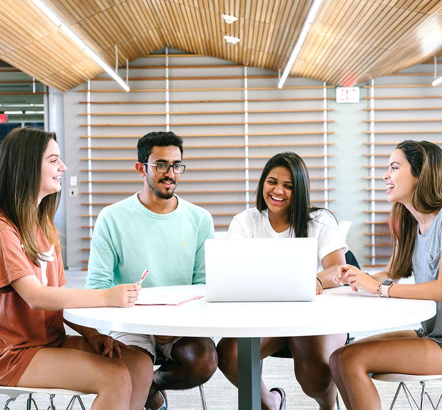 Corsi propedeutici per l'università e il lavoro per studenti delle scuole superiori più popolare del liceo pre -college del mondo e programmi di studio all'estero